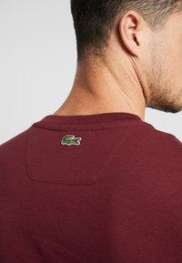 Lacoste - TH8550 - T-shirt imprimé - vin - 4