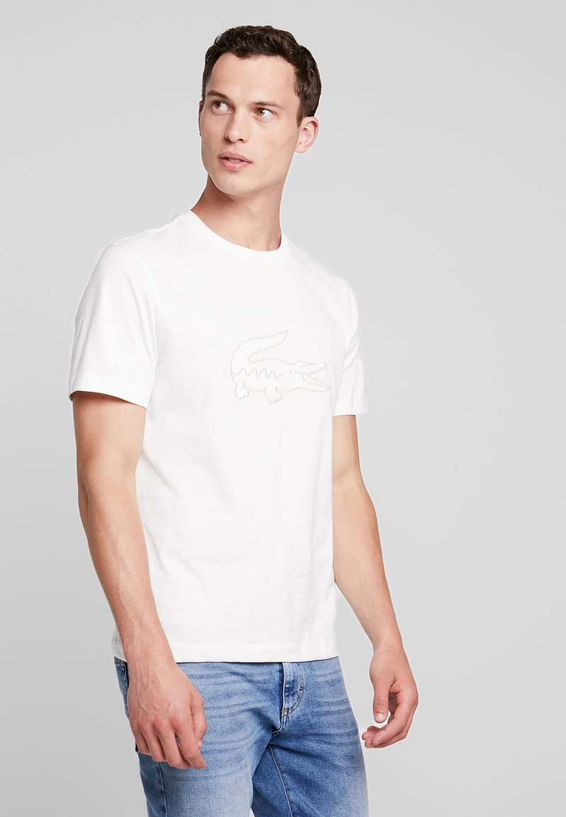 Lacoste - T-shirt med print - farine