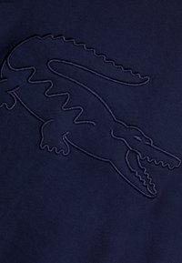Lacoste - Triko spotiskem - navy blue - 5
