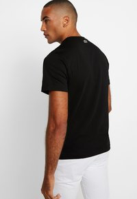 Lacoste - Print T-shirt - noir - 2