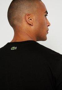 Lacoste - Print T-shirt - noir - 3