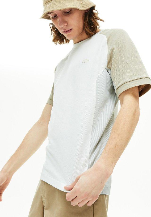 TH5017 - T-shirt imprimé - blanc / gris / beige