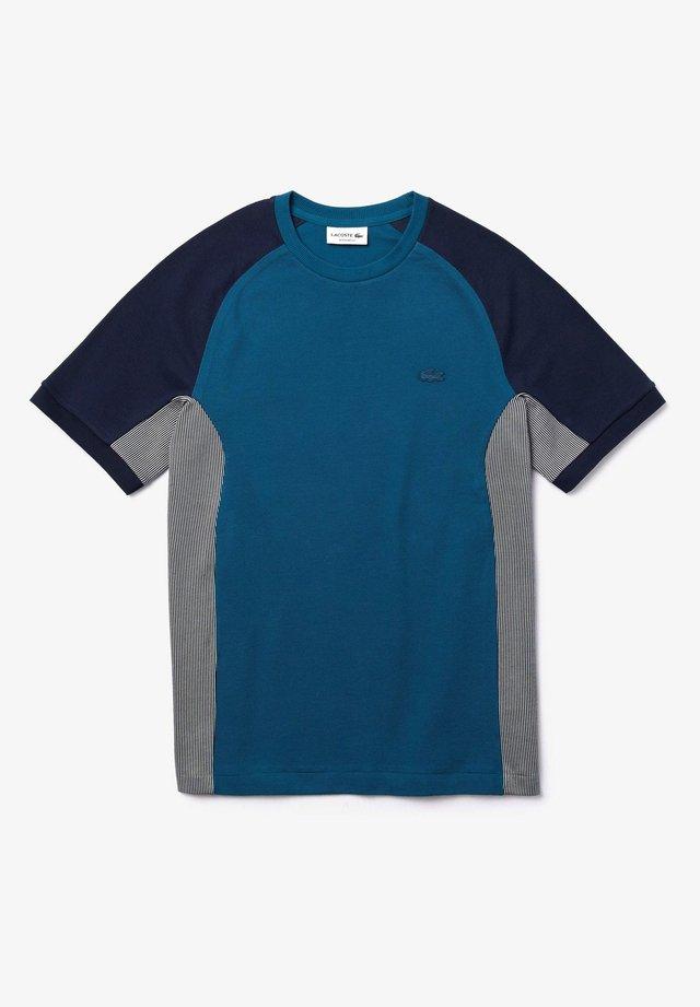TH5017 - T-shirt imprimé - bleu marine / gris / bleu marine