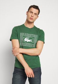 Lacoste - TH5097-00 - Triko s potiskem - dark green - 0