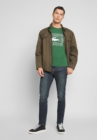 Lacoste - TH5097-00 - Triko s potiskem - dark green - 1