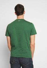Lacoste - TH5097-00 - Triko s potiskem - dark green - 2