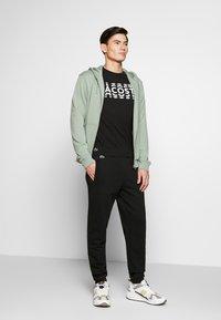 Lacoste - T-shirt imprimé - noir/blanc - 1
