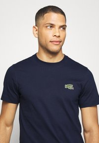 Lacoste - T-shirts - navy blue - 3