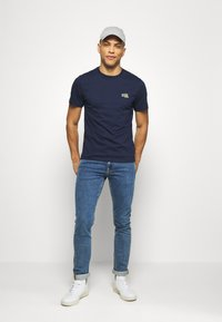 Lacoste - T-shirts - navy blue - 1