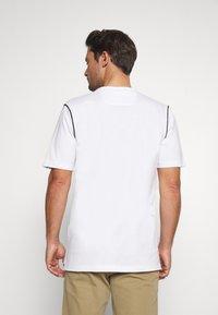 Lacoste - T-shirt imprimé - weiss - 2