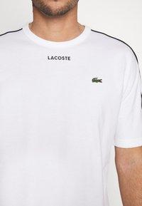 Lacoste - T-shirt imprimé - weiss - 5
