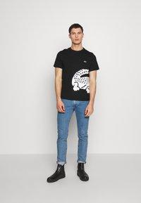 Lacoste - Print T-shirt - black - 1
