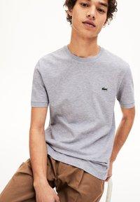 Lacoste - T-shirt basique - gris chine - 2