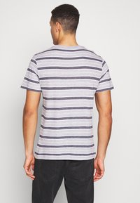 Lacoste - TH5141-00 - T-shirt med print - silver chine/white-navy blue - 2