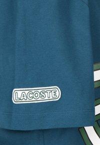 Lacoste - T-SHIRT SPORTSWEAR - T-shirt imprimé - legion - 2