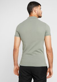 Lacoste - SLIM FIT - Polo - sergent - 2