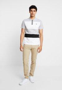 Lacoste - Polo shirt - argent chine/blanc/noir - 1