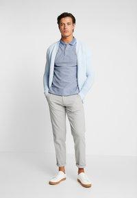 Lacoste - PH8863 - Poloshirt - bleu indigo clair/rois - 1