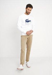 Lacoste - SH6423 - Sweatshirt - blanc - 1