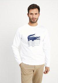 Lacoste - SH6423 - Sweatshirt - blanc - 0