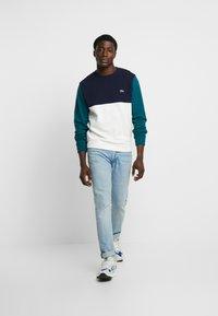 Lacoste - Sweatshirt - farine/marine - 1