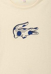 Lacoste - T-SHIRTS & ROLLIS-TJ5040 - Print T-shirt - lapland - 3