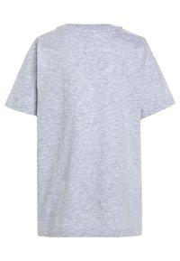 Lacoste - Basic T-shirt - argent chine - 1