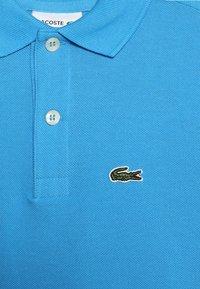 Lacoste - BOY SHORT SLEEVED RIBBED COLLAR  - Poloshirt - ibiza - 3