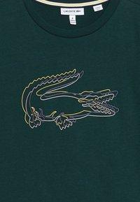 Lacoste - BOY TEE - T-shirt med print - beeche - 3