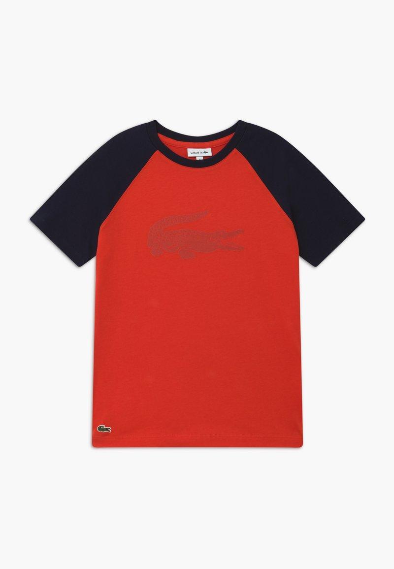 Lacoste - Print T-shirt - corrida/navy blue