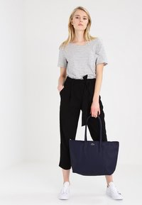 Lacoste - NF1888PO_141 - Shopping bag - eclipse - 1