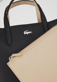 Lacoste - VERTICAL BAG SET - Handbag - black warm sand - 7