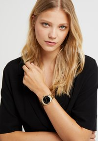 Lacoste - PARISIENNE - Hodinky - gold-coloured - 0