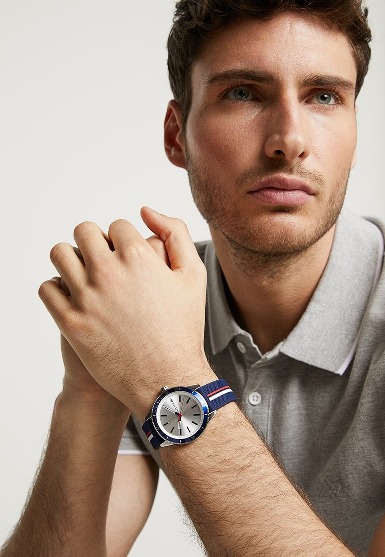 Lacoste - KEY WEST - Uhr - silver-coloured/blue/red