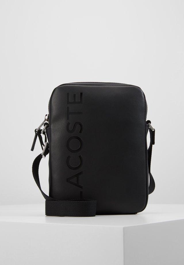 VERTICAL CAMERA BAG - Across body bag - black