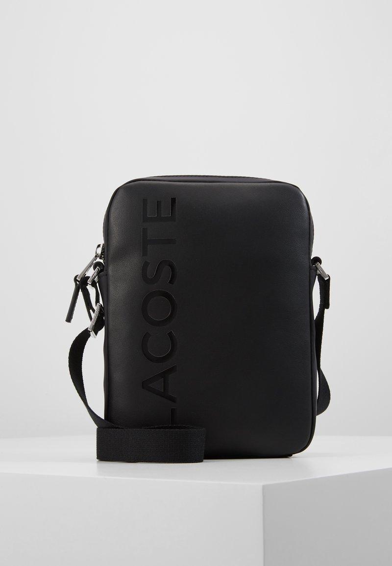 Lacoste - VERTICAL CAMERA BAG - Taška spříčným popruhem - black
