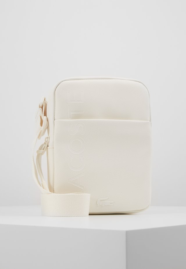 FLAT CROSSOVER BAG - Across body bag - marshmallow