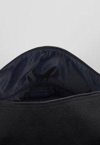 Lacoste - ROLL BAG - Bolsa de deporte - black - 4