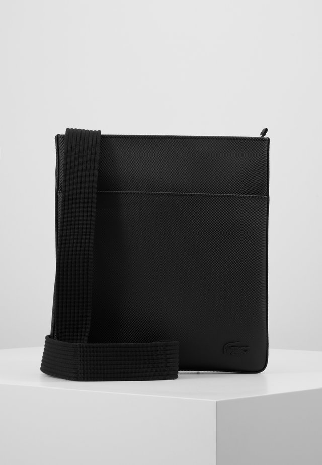 FLAT CROSSOVER BAG - Sac bandoulière - black