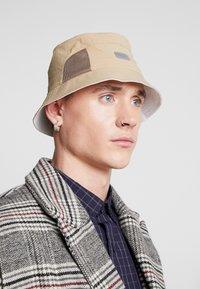 Lacoste - Hat - beige - 1