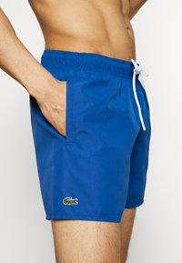 Lacoste - Swimming shorts - electrique/marine - 3