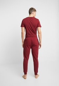 Lacoste - JOGGER - Pyjama bottoms - burgundy - 2