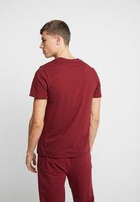 Lacoste - SHORT SLEEVE TEE - Pyjamashirt - burgundy - 2