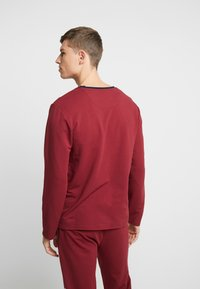 Lacoste - LONG SLEEVE CREWNECK - Nachtwäsche Shirt - dark red - 2