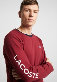 Lacoste - LONG SLEEVE CREWNECK - Nachtwäsche Shirt - dark red - 5
