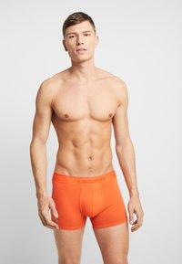 Lacoste - TRUNK 2 PACK - Shorty - orange/blue - 0