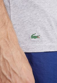 Lacoste - SLIM FIT TEE 3 PACK - Camiseta interior - grau meliert - 4