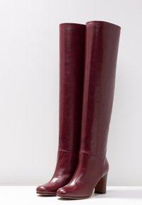 L'Autre Chose - Stivali sopra il ginocchio - bordeaux - 4