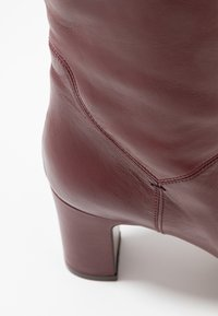 L'Autre Chose - Over-the-knee boots - bordeaux - 2