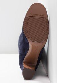 L'Autre Chose - Stivali sopra il ginocchio - navy - 6